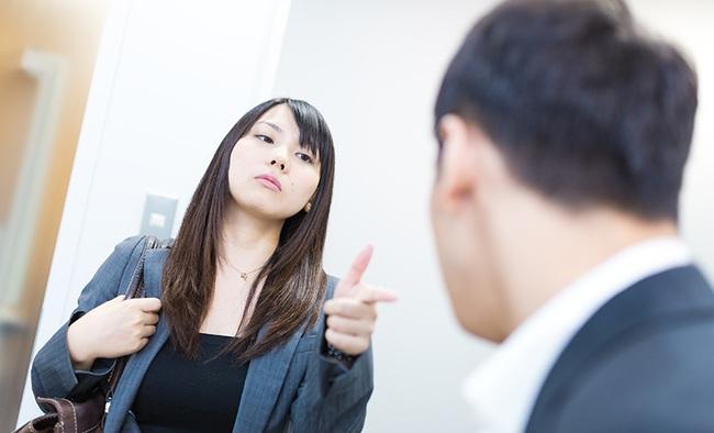 Chị đại công sở mách mẹo: Khi sếp thiên vị nhân viên khác thì đừng bao giờ đối đầu, mà hãy để họ chiến với nhau! - Ảnh 2.