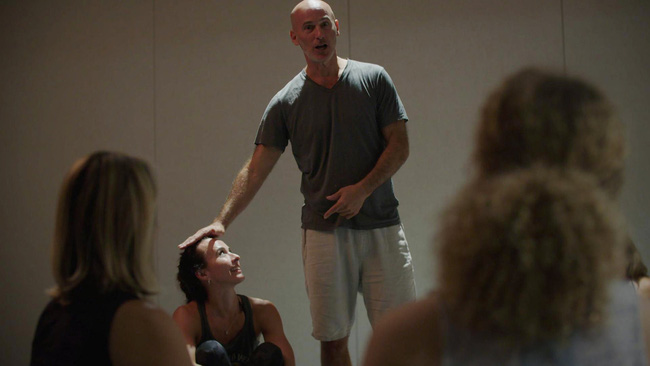 """Yoga và những mặt tối không phải ai cũng nhận ra: Những đụng chạm khiếm nhã từ giáo viên khiến người thực hành phải """"đỏ mặt"""" - Ảnh 5."""