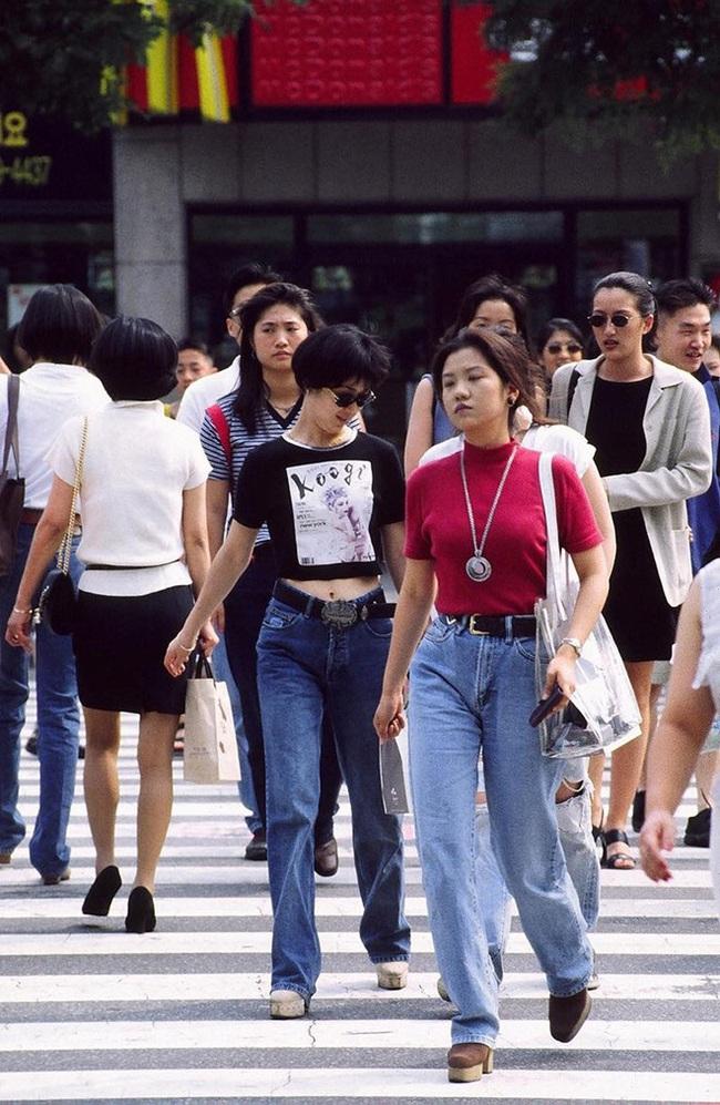 Nam thanh nữ tú xứ Hàn những năm 90: Lên đồ chặt chém, bắt trend nhạy chẳng kém idol Kpop - Ảnh 3.