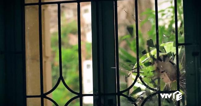 """""""Sinh tử"""" tập 8: Vũ (Việt Anh) liếc Trọng Hoàng vì lải nhải còn hơn """"đàn bà"""", ánh mắt như dao cau khoét vào mỏm đá - Ảnh 4."""