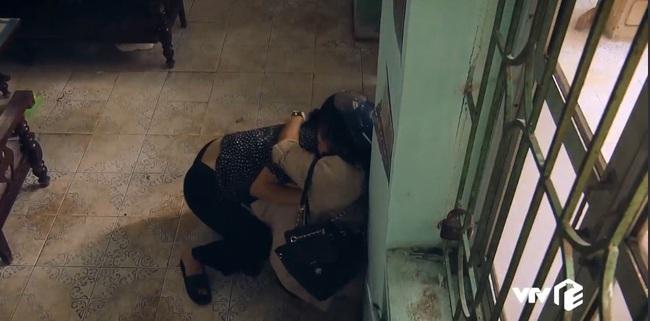 """""""Sinh tử"""" tập 8: Vũ (Việt Anh) liếc Trọng Hoàng vì lải nhải còn hơn """"đàn bà"""", ánh mắt như dao cau khoét vào mỏm đá - Ảnh 5."""