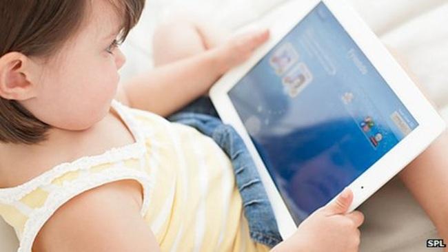 Nghiên cứu cho thấy màn hình điện thoại, ipad có tác động không tốt đến sức khỏe, cảm xúc và hành vi của trẻ - Ảnh 1.