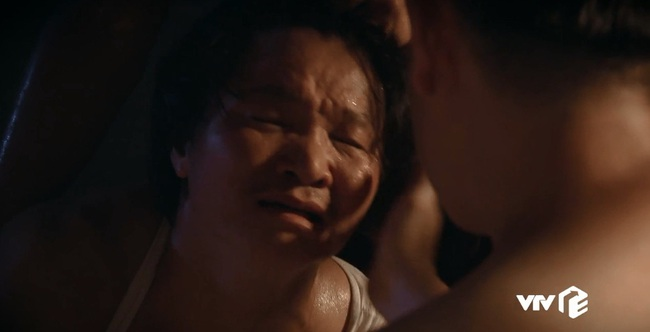 """""""Sinh tử"""" tập 8: Vũ (Việt Anh) liếc Trọng Hoàng vì lải nhải còn hơn """"đàn bà"""", ánh mắt như dao cau khoét vào mỏm đá - Ảnh 10."""