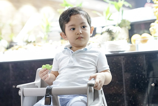 Chi không ít tiền cho con học trường quốc tế, Khánh Thi lại chứng kiến cảnh con nhem nhuốc bên chậu nước xà phòng và sự thật bất ngờ - Ảnh 4.