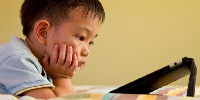 Nghiên cứu cho thấy màn hình điện thoại, ipad có tác động không tốt đến sức khỏe, cảm xúc và hành vi của trẻ - Ảnh 3.