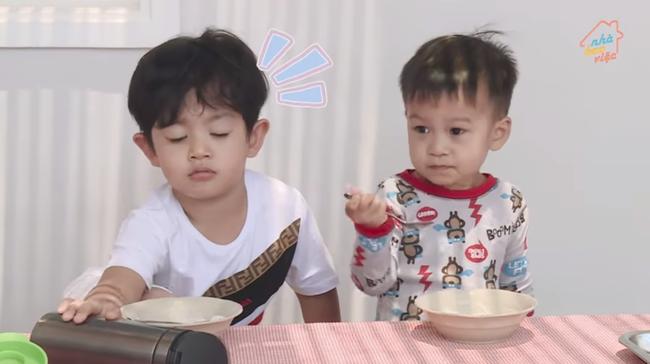 Chi không ít tiền cho con học trường quốc tế, Khánh Thi lại chứng kiến cảnh con nhem nhuốc bên chậu nước xà phòng và sự thật bất ngờ - Ảnh 3.