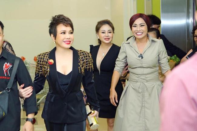 Sau Lý Nhã Kỳ lại đến Việt Hương gây choáng váng khi diện set đồ gần 6 tỷ đồng đi sự sự kiện - Ảnh 4.