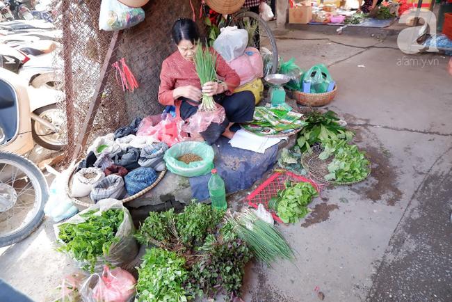 Chợ phiên trong lòng phố: Mua thực phẩm sạch với giá rẻ mà không cần bố mẹ ở quê đóng thùng nhỏ thùng to ứng cứu - Ảnh 8.