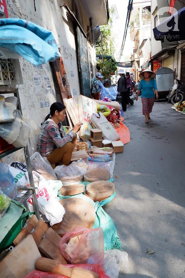 Chợ phiên trong lòng phố: Mua thực phẩm sạch với giá rẻ mà không cần bố mẹ ở quê đóng thùng nhỏ thùng to ứng cứu - Ảnh 20.