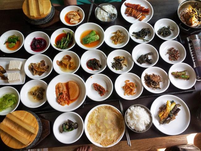Đường phố Hàn luôn rợp trời những quý cô sở hữu thân hình lý tưởng, và đây là 6 bí quyết giữ dáng của phái đẹp nước này - Ảnh 5.