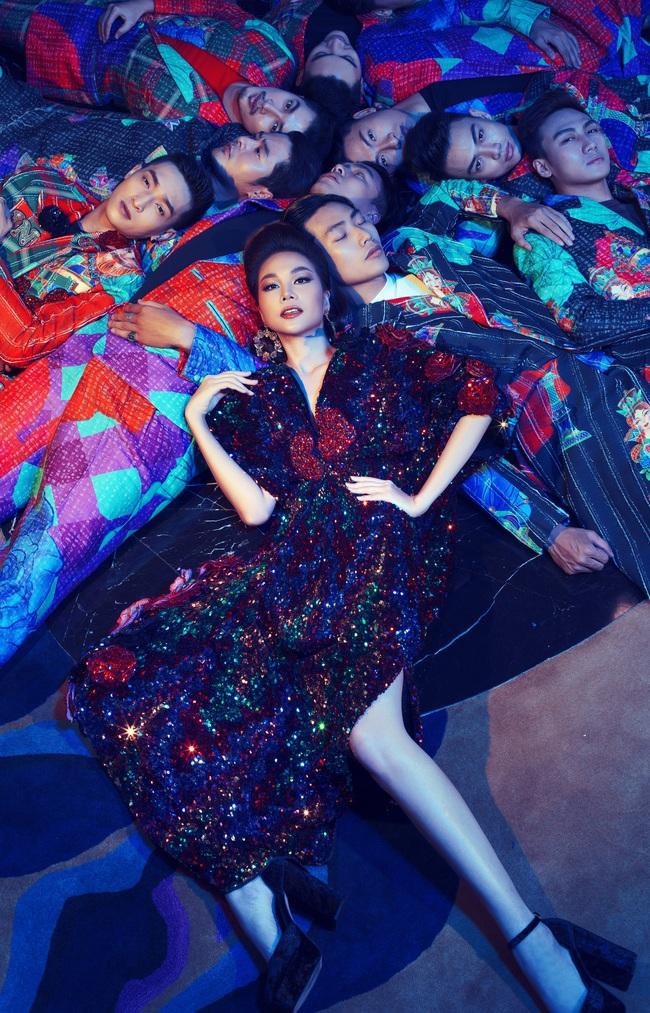 Lộ ảnh Thanh Hằng sắp hôn Chi Pu, nàng siêu mẫu gây hoang mang vì thân mật với cả nam lẫn nữ  - Ảnh 9.