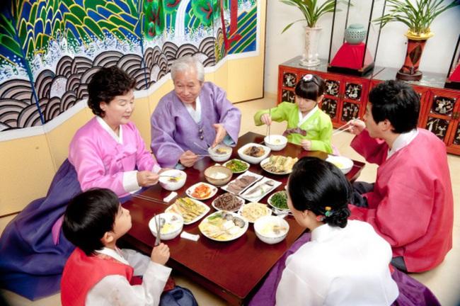 Văn hóa nunchi: Khi sự tinh tế, cách ứng xử khéo léo chỉ gói gọn trong một ánh nhìn nhưng mang lại thành công và hạnh phúc cho người Hàn Quốc - Ảnh 4.