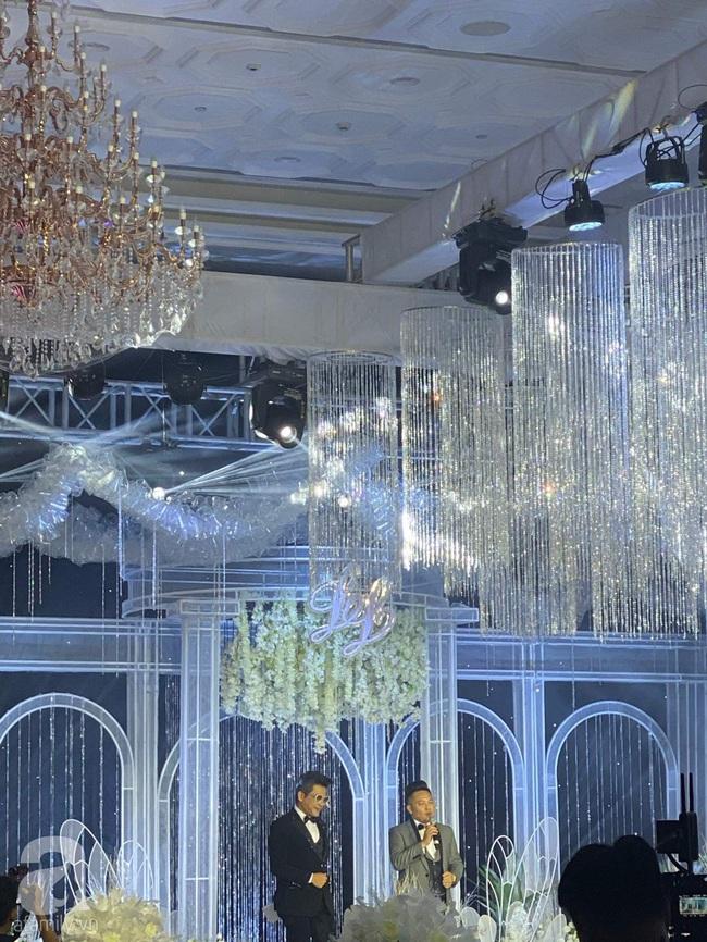 Cập nhật từ đám cưới Bảo Thy: Thanh Bạch làm MC hôn lễ, chú rể phát biểu trước gia đình và quan khách - Ảnh 9.