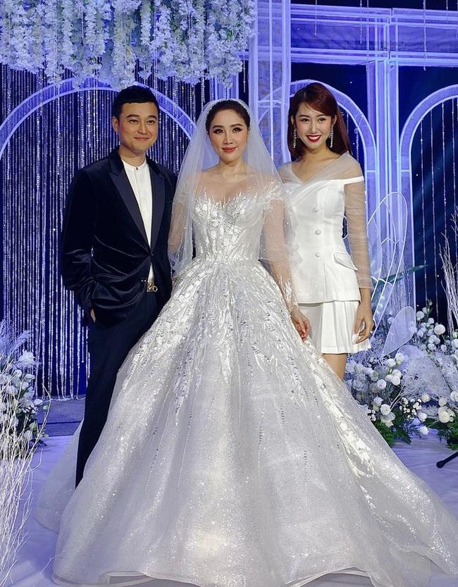 """Trầm trồ trước 3 mẫu váy cưới của Bảo Thy: Gợi cảm hết nấc, đến bồng xòe đúng chất """"Công chúa bong bóng"""" rồi lại đài các tiểu thư - Ảnh 4."""