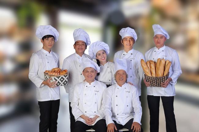 """Tạo hình phim """"Vua bánh mì"""": Khải Duy - Cao Minh Đạt xuất hiện điển trai, lại làm chồng Nhật Kim Anh  - Ảnh 5."""