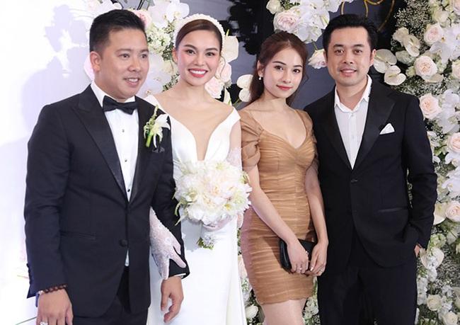 Giữa cả dàn khách mời diện đồ đúng chuẩn dress code tại lễ cưới Giang Hồng Ngọc, một mình Trang Pháp diện đồ lệch tông - Ảnh 3.