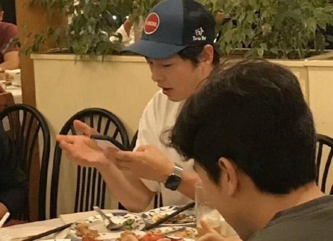Song Joong Ki cùng gia đình đi nghỉ ở Hawaii, Song Hye Kyo lại đăng hình biển với vỏ sò, liệu có sự trùng hợp ở đây? - Ảnh 2.