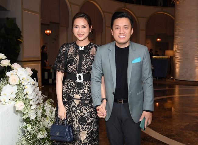 Giữa cả dàn khách mời diện đồ đúng chuẩn dress code tại lễ cưới Giang Hồng Ngọc, một mình Trang Pháp diện đồ lệch tông - Ảnh 4.