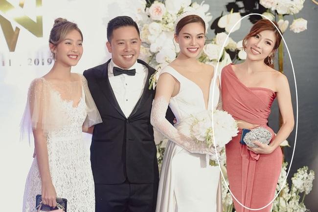 Giữa cả dàn khách mời diện đồ đúng chuẩn dress code tại lễ cưới Giang Hồng Ngọc, một mình Trang Pháp diện đồ lệch tông - Ảnh 5.