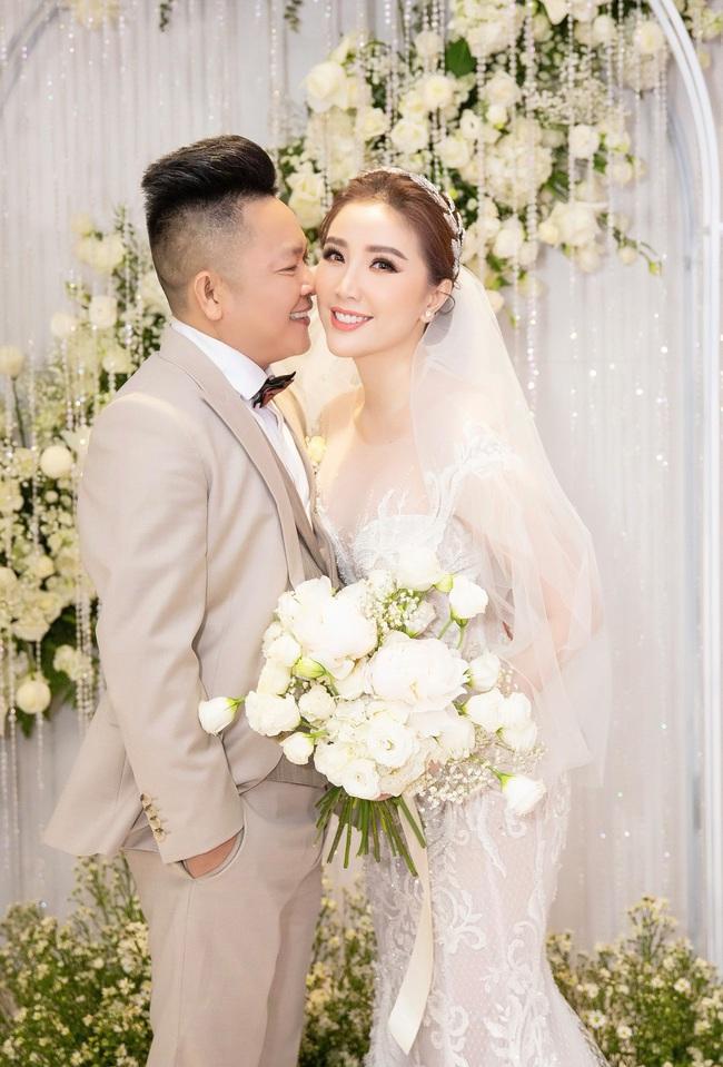 Cận cảnh khoảnh khắc cô dâu Bảo Thy khóa môi tình cảm cùng ông xã doanh nhân xứ Nghệ - Ảnh 3.