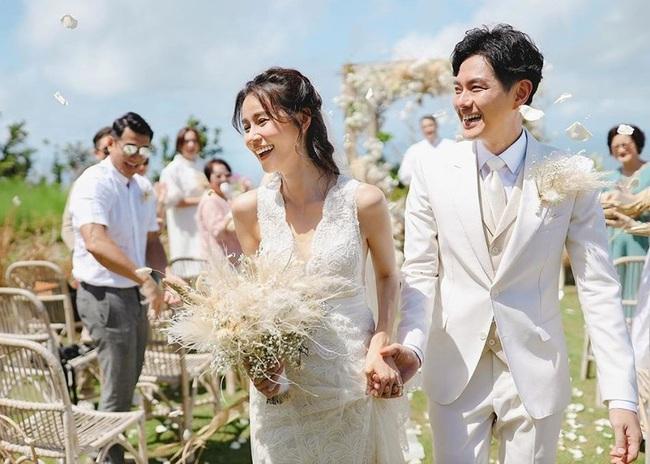 Đến dự đám cưới mối tình đầu, cô gái ngấm ngầm chụp một bức ảnh bí mật với cô dâu chú rể, hành động sau đó mới gây tranh cãi - Ảnh 3.