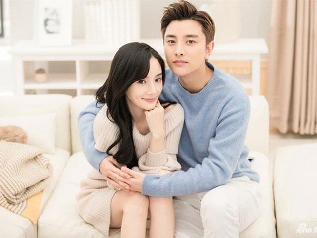 Hậu ly hôn Lý Tiểu Lộ, Giả Nãi Lượng khoe cơ, tắm tập thể trong phim đóng với bạn gái tin đồn - Ảnh 7.