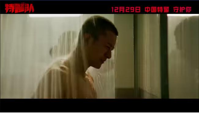 Hậu ly hôn Lý Tiểu Lộ, Giả Nãi Lượng khoe cơ, tắm tập thể trong phim đóng với bạn gái tin đồn - Ảnh 3.