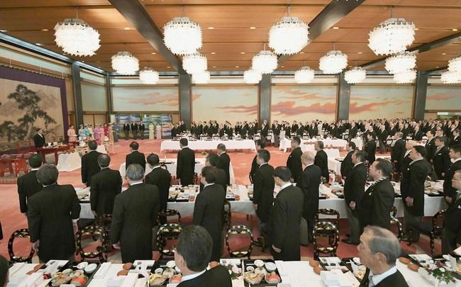 Hoàng hậu Masako tỏa sáng với phong cách khác lạ giữa tin vui hoàng gia Nhật có thêm một bé trai - Ảnh 3.