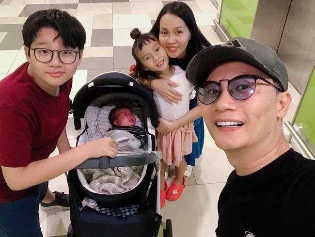 Sinh con lần 3, bà xã xinh đẹp của ca sĩ Hoàng Bách tiết lộ lý do chỉ cần kiêng cữ 2 tuần sau sinh - Ảnh 2.