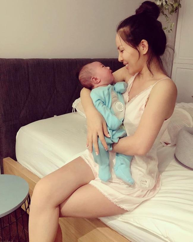 Sinh con lần 3, bà xã xinh đẹp của ca sĩ Hoàng Bách tiết lộ lý do chỉ cần kiêng cữ 2 tuần sau sinh - Ảnh 3.