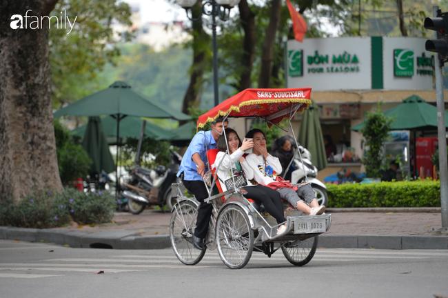 Những khoảnh khắc co ro ngày đông lạnh khiến ai cũng muốn mùa hè đừng quay trở lại, để Hà Nội mãi mát mẻ dịu dàng - Ảnh 11.