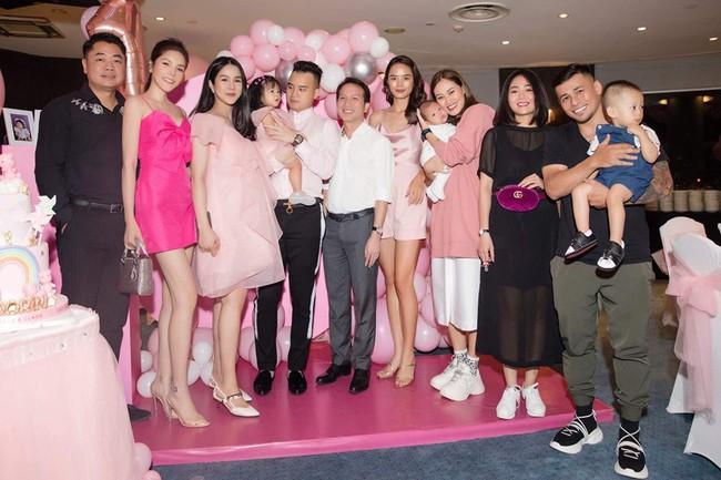 Mới sinh quý tử được đúng 1 ngày, Diệp Lâm Anh đã ăn diện lộng lẫy, mở tiệc sinh nhật con gái đầu khiến ai cũng ngạc nhiên - Ảnh 4.