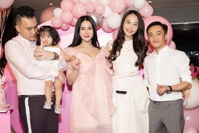 Mới sinh quý tử được đúng 1 ngày, Diệp Lâm Anh đã ăn diện lộng lẫy, mở tiệc sinh nhật con gái đầu khiến ai cũng ngạc nhiên - Ảnh 3.