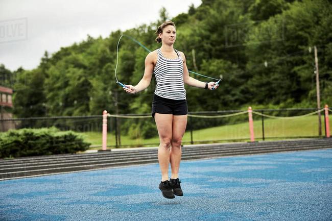 """Kinh nghiệm tập gym đầy mình, Châu Bùi bật mí nhảy dây giúp """"chân và bụng bé nhanh hơn chạy bộ"""" nhưng môn này còn kỳ diệu hơn thế - Ảnh 5."""