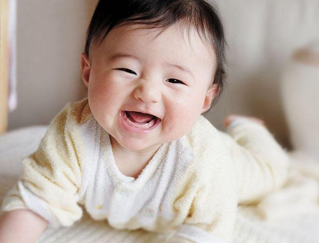 4 tháng tuổi - cột mốc quan trọng đánh dấu sự phát triển vượt bậc về thể chất và nhận thức của bé - Ảnh 2.
