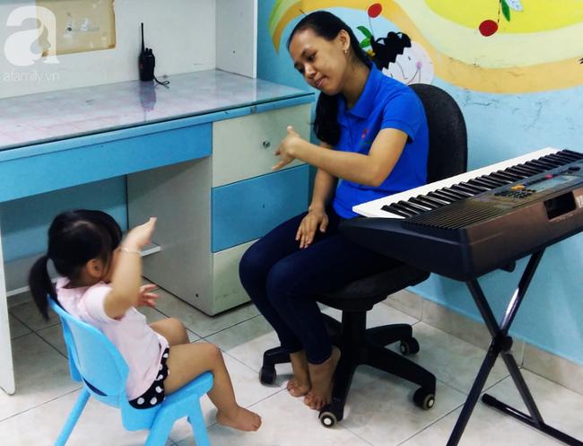 Trải lòng của vợ chồng bác sĩ có con bị tăng động: Giáo viên dạy chuyên biệt là những người vất vả, yêu nghề - Ảnh 7.