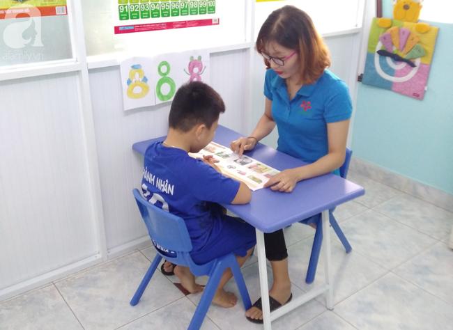 Trải lòng của vợ chồng bác sĩ có con bị tăng động: Giáo viên dạy chuyên biệt là những người vất vả, yêu nghề - Ảnh 4.