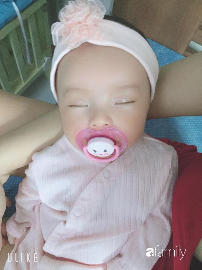 Gần tháng trời con cáu gắt, mẹ Sài thành luyện con tự ngủ êm ru sau 3 ngày can đảm để bé khóc trong phòng 2 tiếng liền  - Ảnh 2.