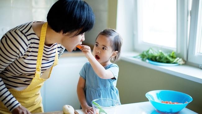 Bà mẹ trẻ chia sẻ tuyệt chiêu giúp con từ rất ghét ăn rau cho đến ăn ngoan thun thút - Ảnh 2.
