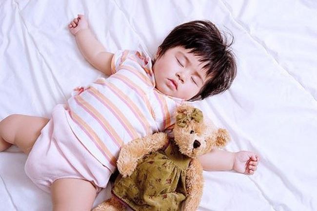 10 sai lầm của cha mẹ khiến cho con ngủ không ngon, làm ảnh hưởng đến sự phát triển trí não và thể chất của con - Ảnh 6.