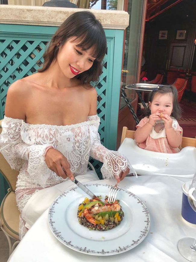 Bé Myla mới hơn 1 tuổi mà đã cao to bằng đứa trẻ 3 tuổi, hóa ra là nhờ cách cho con ăn dặm cực khéo của siêu mẫu Hà Anh - Ảnh 5.