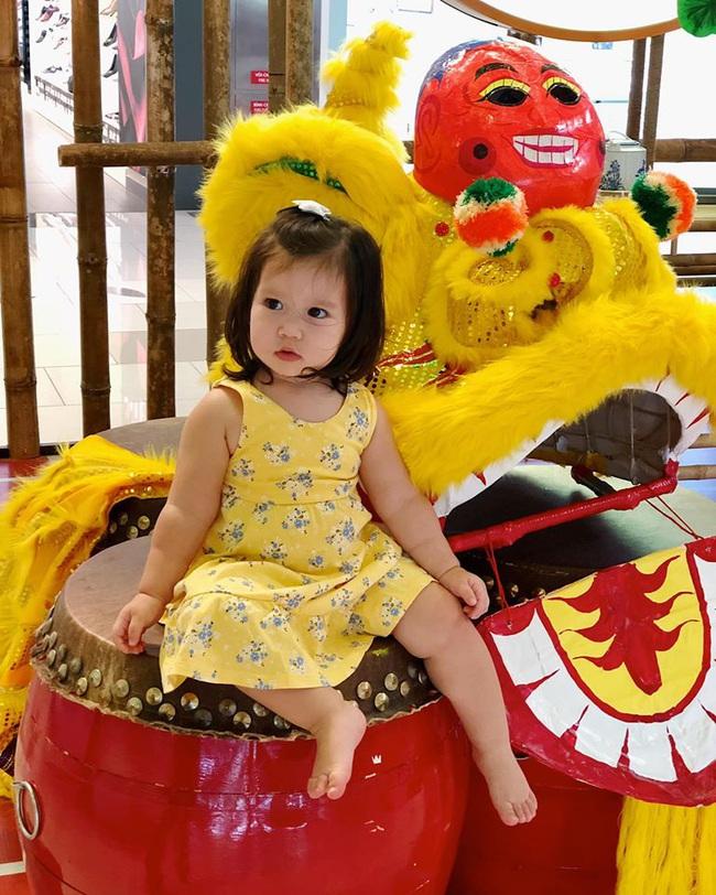 Bé Myla mới hơn 1 tuổi mà đã cao to bằng đứa trẻ 3 tuổi, hóa ra là nhờ cách cho con ăn dặm cực khéo của siêu mẫu Hà Anh - Ảnh 4.