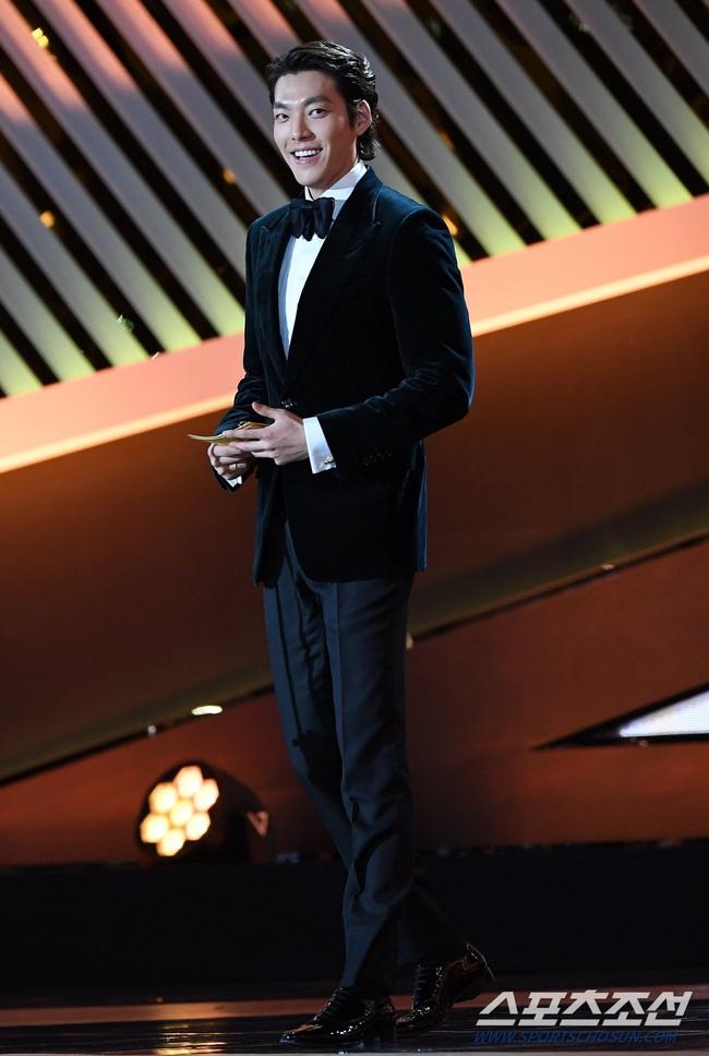 """Kim Woo Bin trở lại sau hơn 2 năm điều trị bệnh ung thư, fan bật khóc khi được nghe câu nói này từ """"Người thừa kế"""" - Ảnh 3."""