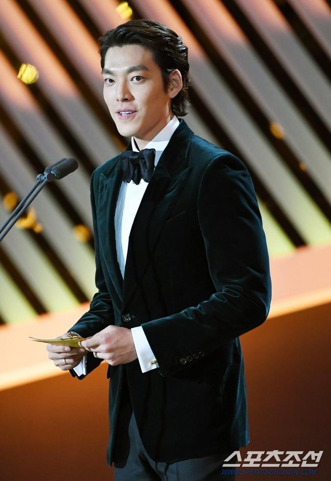 """Kim Woo Bin trở lại sau hơn 2 năm điều trị bệnh ung thư, fan bật khóc khi được nghe câu nói này từ """"Người thừa kế"""" - Ảnh 4."""