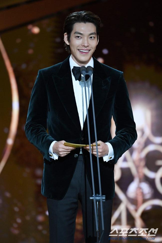 """Kim Woo Bin trở lại sau hơn 2 năm điều trị bệnh ung thư, fan bật khóc khi được nghe câu nói này từ """"Người thừa kế"""" - Ảnh 5."""