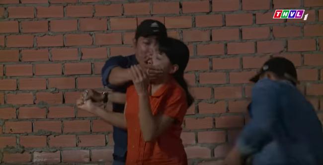 """""""Không lối thoát"""" tập 16: Bị hàng xóm tố chuyện gái gú, Minh - Lương Thế Thành thuê giang hồ giết chết  - Ảnh 5."""