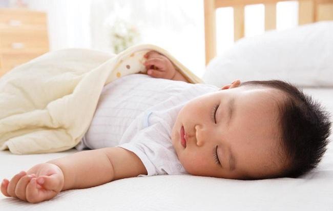 10 sai lầm của cha mẹ khiến cho con ngủ không ngon, làm ảnh hưởng đến sự phát triển trí não và thể chất của con - Ảnh 10.
