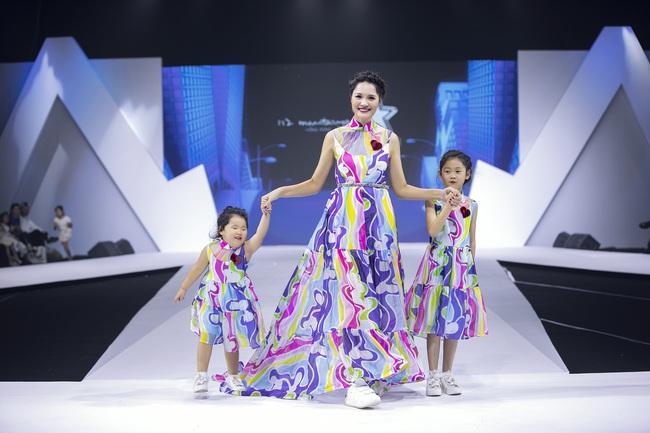 Không lỗng lẫy như Tiểu Vy, Lý Nhã Kỳ nền nã nhẹ nhàng trong bộ kimono cũng khiến fan thổn thức - Ảnh 11.