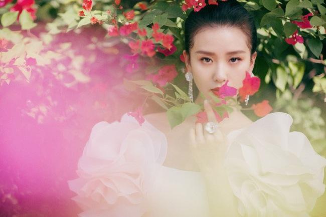 """Giữa dàn mỹ nhân lộng lẫy tại Kim Kê Bách Hoa 2019, Lưu Thi Thi lại là nhân vật """"gây bão"""" vì nhan sắc của """"gái một con"""" - Ảnh 2."""