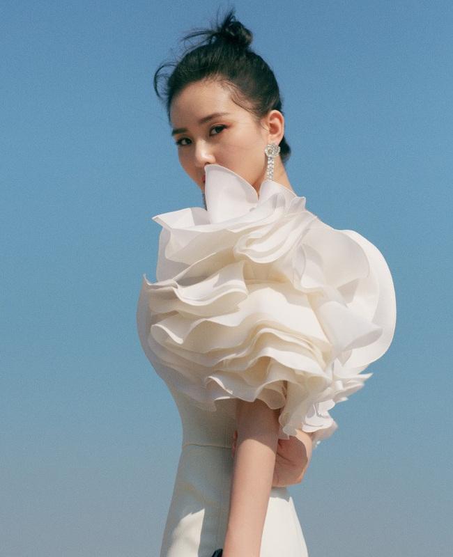 """Giữa dàn mỹ nhân lộng lẫy tại Kim Kê Bách Hoa 2019, Lưu Thi Thi lại là nhân vật """"gây bão"""" vì nhan sắc của """"gái một con"""" - Ảnh 6."""